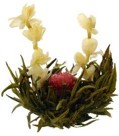 Цъфтящият чай произлиза от Китай.    Още по време на династиите се е смятало, че цъфтящият чай е много ценен и важен подарък за всеки гост посетил империята. Цъфтящ чай се е правил специално за и