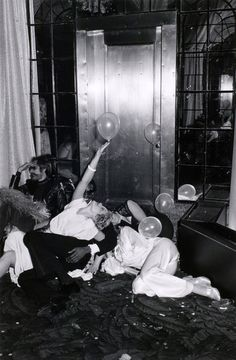 Studio 54 in its heyday.as photographed by Tod Papageorge , from his book Studio 54 Night Club, Night Life, Sunday Night, Kasimir Und Karoline, Photo Hacks, Paris By Night, Mikhail Baryshnikov, A Little Party, Iconic Photos
