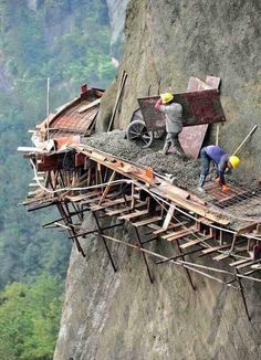 The 21 builders are working in dangerous conditions to build China's longest sightseeing mountain road in Pingjiang county, Hunan Province Dangerous Roads, Scary Places, Jolie Photo, Health And Safety, Paths, The Good Place, Cool Photos, Beautiful Places, Beautiful Buildings
