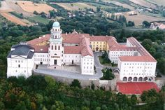 Millenary Benedictine Abbey of Pannonhalma in Pannonhalma, Gyor-Moson-Sopron, Hungary St Martin Of Tours, Saint Martin, Historical Monuments, Eastern Europe, World Heritage Sites, Beautiful Places, National Parks, John Pawson, Packing Ideas