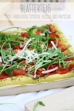 #tarte #rucola #blätterteig #parmesan #tomaten #rezept Quiches, Snacks, Yams, Fabulous Foods, Pizza Recipes, Parmesan, Vegetable Pizza, Bakery, Food Porn