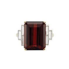 Gold, Garnet and Diamond Ring  One emerald-cut garnet ap. 11.75 cts., 6 baguette diamonds ap. 1.00 ct