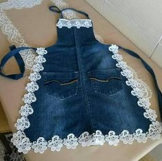 Eskiyen kotlarinizi bu sekil degerlendirebilirsiniz kizlar You can evaluate your worn jeans this way, girls Pin: 1074 x 1069 Sewing Aprons, Sewing Clothes, Diy Clothes, Denim Aprons, Sewing Rooms, Jean Crafts, Denim Crafts, Artisanats Denim, Jean Apron