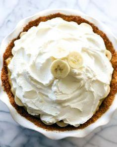 Best Ever Banana Cream Pie - Chef in Training This Best Ever Banana Cream Pie is truly INCREDIBLE! It has a homemade graham cracker crust, delicious banana cream filling and topped with whipped cream. It is perfect for any occasion! Homemade Banana Cream Pie, Banana Pie, Banana Pudding, Meringue Cookies, Meringue Pie, Pie Dessert, Dessert Recipes, Homemade Graham Cracker Crust, Cream Pie Recipes