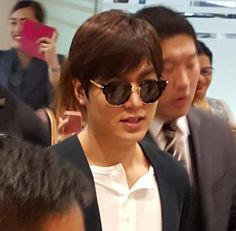 [EDITED]  (P-06-02 from P-05-01) #Korean #Actor #LeeMinHo ARRIVAL #NAIA #Airport #Manila #PHILIPPINES #Bench #Fashion #Clothing #Apparel) #Events on April 02 (Sat) in Manila & April 03 (Sun) #Cebu    (Source: [https://twitter.com/WilbrosLive]