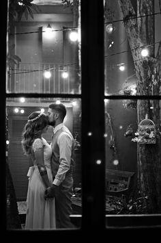 Nossa semana termina repleta de amor com o grande dia da Danielle e do Tchello. O casal se conheceu em uma festa de amigos em comum, trocou telefone, se adicionaram no Facebook e desde lá não se desgrudaram mais. Em uma linda viagem para Buenos Aires o pedido de casamento aconteceu e foi dada a ...