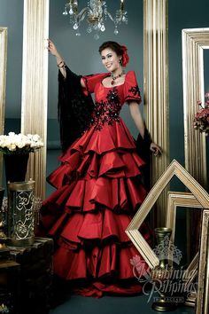Filipino Fashion, Asian Fashion, Thai Traditional Dress, Traditional Outfits, Modern Filipiniana Gown, Miss Pageant, Philippines Fashion, Ball Gowns, Fashion Outfits