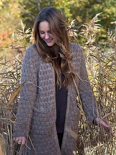Dette er en lang og god jakke. Ligner på Mariajakken, men har annen type lomme og ermer. Oppskriften er One Size.