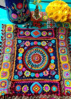Crochet Delight bag ( work in progress ) Crochet Shorts Pattern, Crochet Quilt, Crochet Yarn, Crochet Patterns, Knitting Patterns, Hippie Crochet, Love Crochet, Casa Mimosa, Crochet Instructions