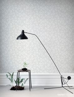 The wallpaper Rost Ljus Rosa - from Sandberg is wallpaper with the dimensions m x m. The wallpaper Rost Ljus Rosa - belongs to the popul Grey Wallpaper, Home Wallpaper, Flower Wallpaper, Henry Green, Desk Lamp, Table Lamp, Floor Ceiling, Blue Color Schemes, Flats