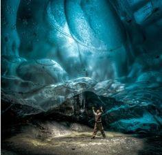 IMPRESSIONANTE CAVERNA DE GELO NO ALASCA Um fotógrafo tirou fotos impressionantes em uma caverna de gelo no Alasca.Mesmo que esse tipo de foto seja muito perigoso,pois o gelo poderia desabar a qualquer momento. http://clickcuriosidades.blogspot.com.br/2017/08/impressionante-caverna-de-gelo-no-alasca.html