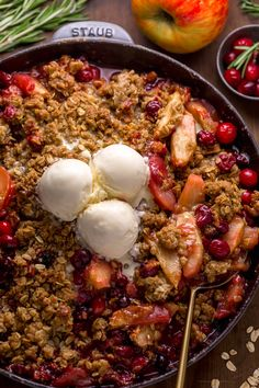 Easy Apple Cranberry Crisp Apple Cranberry Crisp, Oat Crumble Topping, Oatmeal Crisp, Trifle Pudding, Apple Crisp Recipes, Delicious Desserts, Dessert Recipes, Dessert Cups, Deserts