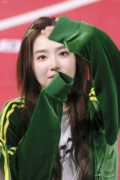 Kpop Girl Groups, Korean Girl Groups, Kpop Girls, Park Sooyoung, Seulgi, K Pop, Aesthetic People, Red Velvet Irene, Korean Singer