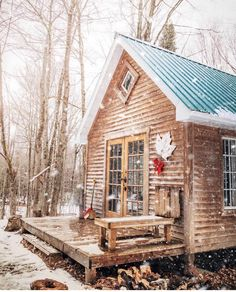 Quebec | Photo via @dirtandglass Winter Cabin, Cozy Cabin, Cabin Chic, Location Airbnb, Road Trip, Destinations, Forest Cabin, Voyager Loin, Cabin Tent