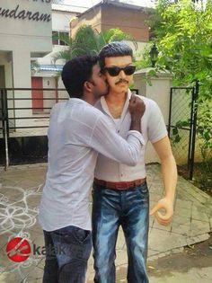 #Vijay Fans Unveils Actor #Vijay Statue at Chromepet Vettri Theatres  More Sills @ http://kalakkalcinema.com/vijay-fans-unveils-actor-vijay-statue-chromepet-vettri-theatres/