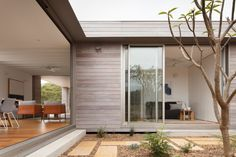 Photo 11 of 17 in An Off-Grid Prefab Home Slides Wide Open to the Australian Bush - Dwell Prefab Buildings, Prefabricated Houses, Prefab Homes, Australian Architecture, Australian Homes, Architecture Design, Australian Bush, Modern Exterior House Designs, Interior And Exterior