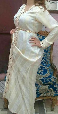 Caftan Gallery, Hijab Fashion, Fashion Dresses, Mode Kimono, Boho Fashion Summer, Moroccan Caftan, Caftan Dress, Oriental Fashion, Custom Dresses