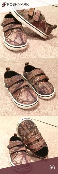 Real Tree Outdoors Camo Velcro Closure Shoes sz 6 These Bill Jordan's Real Tree Outdoors Camo shoes are soooo cute! Bought them for my son but he only got to wear them once (his chunky little feet grew way too fast!). Still in great condition and soles look great (just a little dirty). Items are from a clean and smoke free home. Please ask any questions! Realtree Shoes Sneakers