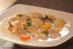 Klachelsuppe Thai Red Curry, Chicken, Meat, Ethnic Recipes, Food, Chef Recipes, Cooking, Essen, Meals