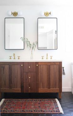 30 ideas for master bathroom lighting fixtures double vanity Bathroom Sink Vanity, Double Vanity Bathroom, Black Floor Tiles, Bathroom Decor, Wood Bathroom Vanity, Modern Bathroom Tile, Bathroom Tile Inspiration, Bathroom Fixtures, Wood Bathroom