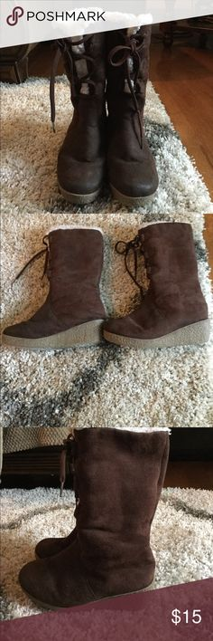 Girls brown wedge boots Gently used brown wedge boots in size 3 (big girls) excellent condition and great for fall weather! Shoes Boots