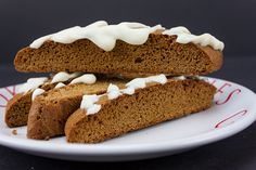 Gingerbread Biscotti - Perfect treats or gifts for the holidays! Loaded with gingerbread flavor and ready to dip in that piping hot coffee. Holiday Treats, Christmas Treats, Holiday Foods, Gingerbread Biscotti Recipe, Pumpkin Biscotti, Butter Ball Cookies Recipe, Italian Fig Cookies, Chocolate Biscuits, Spiced Apples