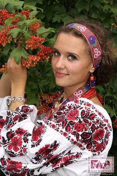 Embroidery Folk A kalyna, a kalyna ne verba;,Ukraine, from Iryna Polish Embroidery, Folk Embroidery, Folk Fashion, Ethnic Fashion, Ukraine Women, Ethno Style, Ukrainian Dress, Embroidered Clothes, Folk Costume