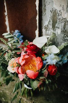 Perfect spring time bridal bouquet | Image by The Brauns