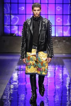 See the complete Dsquared2 Spring 2018 Menswear collection.