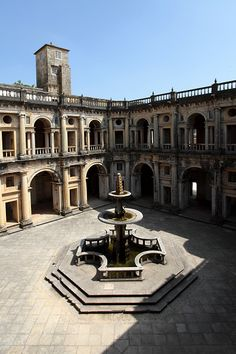 main-cloister-at-the-convent-of-christ-in-tomar-portugal-picture-id549514311 (396×594)