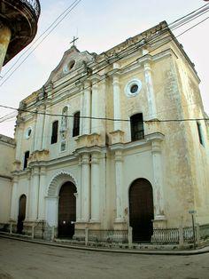 La Iglesia de Nuestra Señora de la Merced (La Habana) fue construida entre 1865 y 1867. El templo es considerado como uno de los más suntuosos de La Habana, se levanta en una plazuela que permite apreciar en su totalidad la fachada barroca desprovista de torre, en la cual se destaca la puerta principal de arco abocinado y un nicho central.