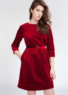 Красное бархатное платье до колен