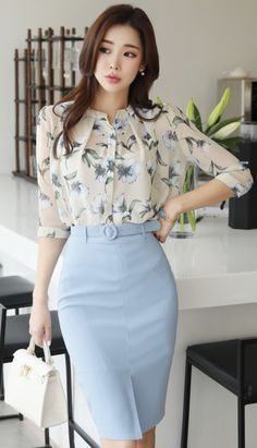 Front slit high-waisted belted pencil skirt em 2019 casual s Pencil Skirt Outfits, High Waisted Pencil Skirt, Dress Outfits, Fashion Dresses, Pencil Skirts, Maxi Dresses, Woman Outfits, Pencil Dresses, Classy Outfits