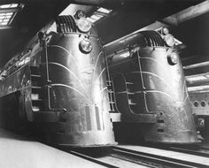PHOTO - CHICAGO - TRAIN - CHICAGO AND NORTH WESTERN - TWO STREAMLINER ENGINES - 1945