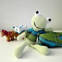 A Beka, Yoshi, Free Crochet, Dinosaur Stuffed Animal, Crochet Patterns, Toys, Animals, Fictional Characters, Amigurumi