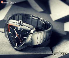 Sinds deze week nieuw in onze collectie! De Hamilton Ventura Elvis edition van Hamilton Watch Official page. Met het uitbrengen van dit horloge viert Hamilton de 80ste verjaardag van ELVIS PRESLEY. Wil je meer weten over dit horloge? Kom gerust langs in onze winkel in de Hinthamerstraat en we vertellen je er alles over.