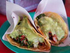 Tacos. Carnitas è un tipo di carne di maiale brasato o arrosto tipico della cucina messicana. Provatelo avvolto nella sfoglia, a Tecate, in Messico