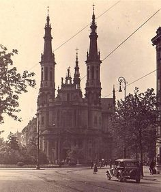 Warsaw the Saint Salvador church at same square Beautiful Buildings, Hostel, Homeland, Old Photos, Barcelona Cathedral, Sketches, Letters, Black And White, City