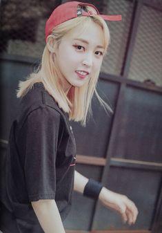Kpop Girl Groups, Korean Girl Groups, Kpop Girls, K Pop, Fandom Kpop, Mamamoo Moonbyul, Solar Mamamoo, Girls Rules, K Idols