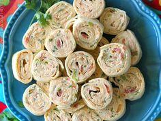 These Chicken Enchilada Roll Ups are a great appetizer for parties! Easy to make ahead and easy to serve. These Chicken Enchilada Roll Ups are a great appetizer recipe for parties! Easy to make ahead and easy to serve. Baby Shower Appetizers, Appetizers For Party, Appetizer Recipes, Tortilla Roll Ups Appetizers, Roll Ups Tortilla, Tortilla Rolls, Tortilla Pinwheels, Food For Parties, Healthy Pinwheels