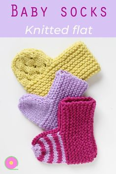 These easy baby socks are knitted flat on straight needles. A pattern and video tutorial that you can customize. The knitted baby booties are also a great baby shower gift. Beginner Knitting Patterns, Baby Hat Knitting Pattern, Baby Hats Knitting, Knitting Socks, Knitting For Beginners, Knitting Paterns, Crochet Baby Sandals, Knit Baby Booties, Booties Crochet