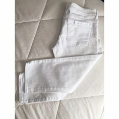 Closet Essential✨White Denim Capris These white capris and NWOT! Never worn because I bought the wrong size. This is an absolute essential especially for the summer because it can go with so many bright tops Size is a 7/8 (waist 27, hips 37). Purchased from Delia's a while ago. Delia's Pants Capris