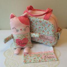 DONE! Conjunto prontinho para a pequena Pietra {Maletinha personalizada, Naninha de Gatinha e Toalhinha de boca} #handmade #sewing #bolsamaternidade #bebe #baby #naninha