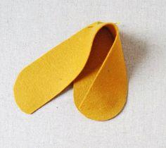 Oi amigas (os)!! Vejam que gracinha esses sapatinhos de feltro: mais informações e moldes AQUI ...