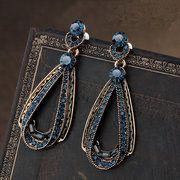 Vintage Luxury Earrings Women's Hollow Sapphire Dangle Earrings Gold Drop Shap Rhinestones Earrings Buy Now ! Rhinestone Earrings, Women's Earrings, Earrings Online, Teardrop Earrings, Silver Earrings, Accessoires Photo, Schmuck Design, Antique Gold, Vintage Ladies