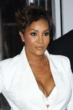 Vivica A. Fox Layered Razor Cut - Vivia A. Fox wore her hair cropped in a fabulous short layered style for the 'Men in Black premiere. Short Hair Cuts For Women, Short Hairstyles For Women, Weave Hairstyles, Straight Hairstyles, Cool Hairstyles, Short Hair Styles, Short Haircuts, Lisa Rinna, Robin Wright
