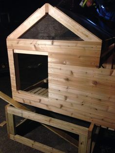This is the luxury coop I built for our 5 chickens about 6 months ago. Now that the weather has finally thawed, I thought I'd post some pictures. Chicken Coop Pallets, Easy Chicken Coop, Chicken Coop Designs, Chicken Coop Plans, Building A Chicken Coop, Pallet Coop, Chicken Life, Raising Chickens, Chickens Backyard