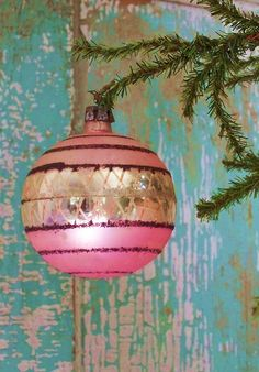 Do you realize the possibilities this one little photo opens up? Holy guacamole! I am TOTALLY buying every pink ball ornament in Wal-Mart this year!!! Along with a zillion craft paints.....