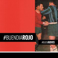 #BuenDiaRojo! #BuenJueves! 😈 Año 1964 – Mario Rodríguez se saluda con Jair tras el partido Independiente – Inter.