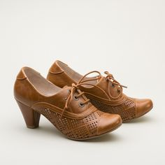 """SALE! """"Marilyn"""" 1920s and 1930s sporty perforated vintage oxfords by Chelsea Crew - $65 - royalvintageshoes.com"""